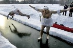 funny-winter-sports-walkonwater-600x4003