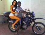 plimba indianu gagica cu motocicleta