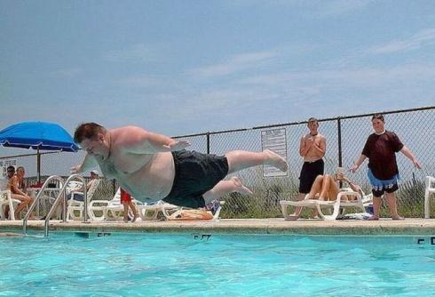 apa in piscina