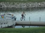 merge cu bicicleta pe apa