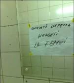 mesajul dintr-o toaleta